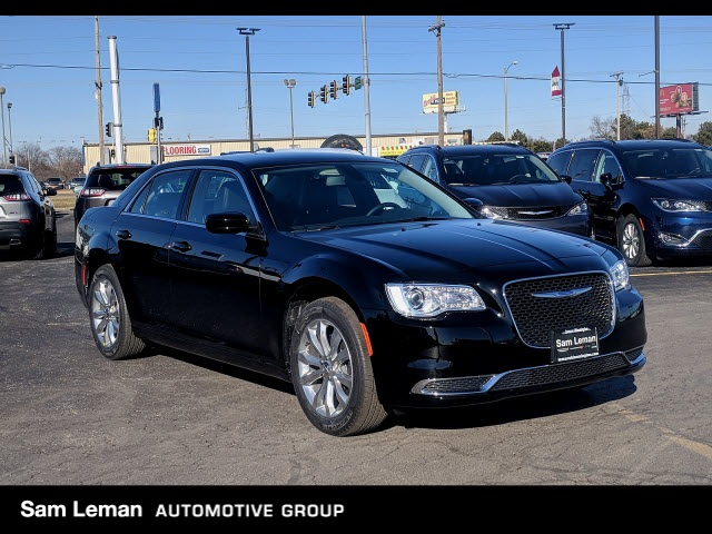 New 2019 Chrysler 300 Touring Sedan In Bloomington C19043 Sam